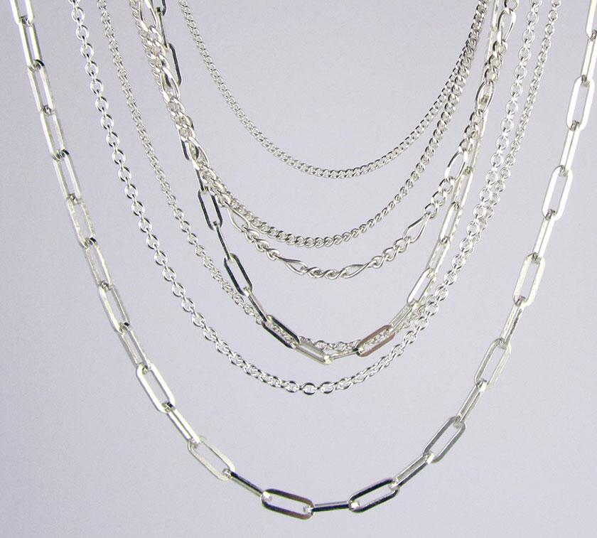 BANNER-BELOW-CHAIN2-NOV Medium Trace Chain Silver